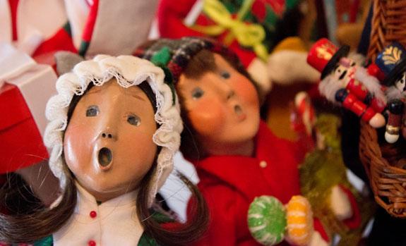 Christmas-Caroler